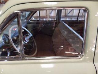 4272S 1949 1950 1951 Ford Four Door Front Door Glass