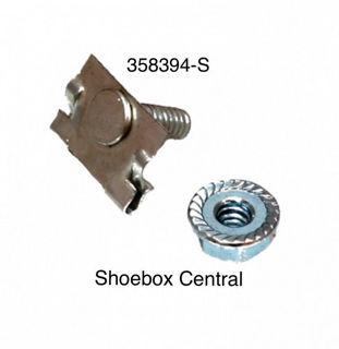358394-S 1952-1953 Ford Quarter Molding Clip